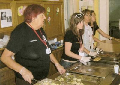 Voluntarios del Festival. Fotos: archivos personales cedidas al Ayuntamiento