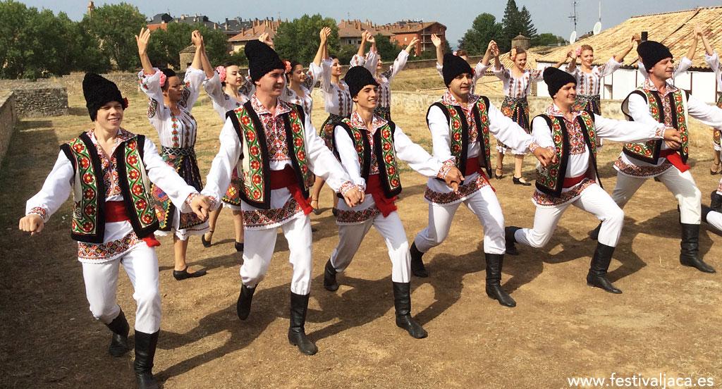 Pasacalles y actuación del Grupo Folclórico de Moldavia como avance del Festival 2017