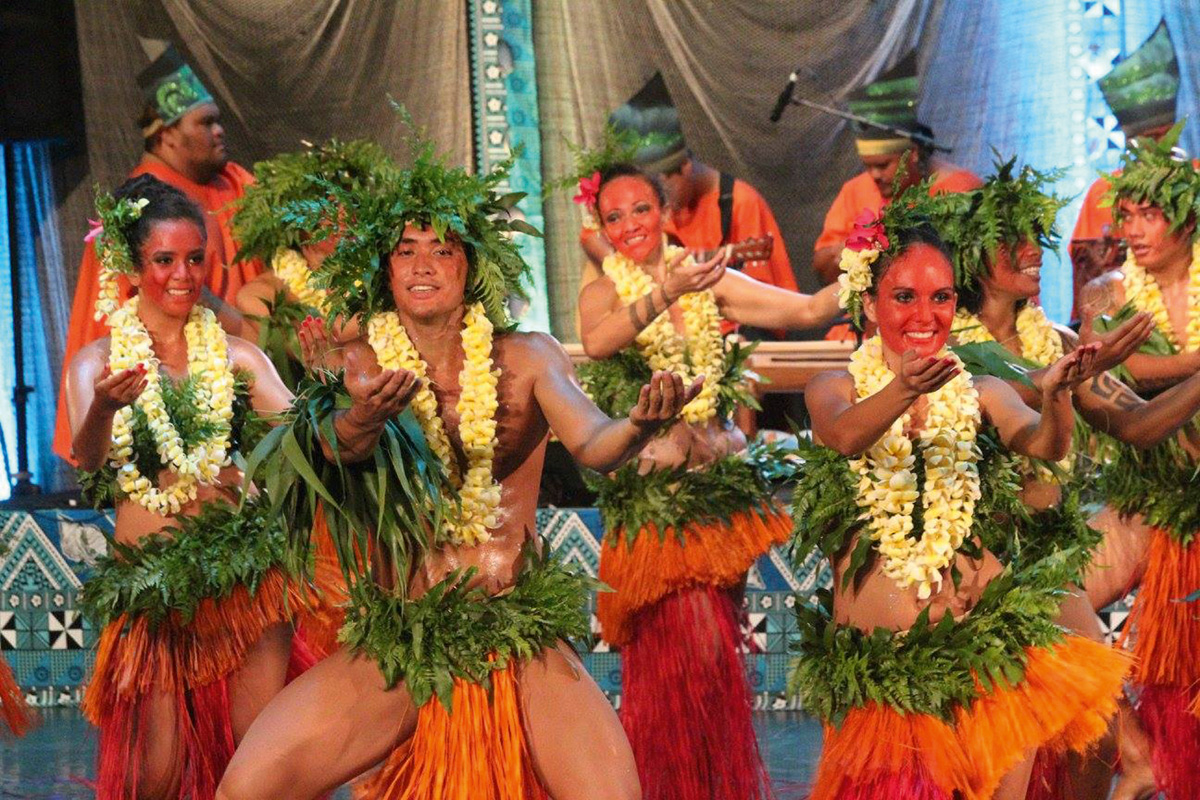 "Tahití: Coros y Danzas de Polinesia ""MANAHAU"""
