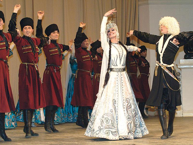 http://www.festivaljaca.es/grupos-participantes/armenia-conjunto-folklorico-bardiner/