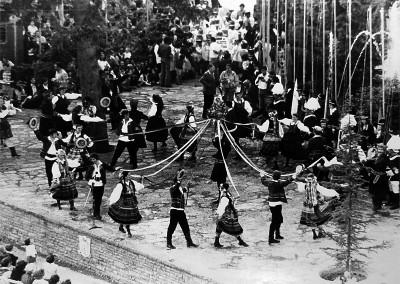 Año 1977. Festival Folklórico de los Pirineos de Jaca © I Concurso. 4º premio local. F.Barón . Colección del CIT Jaca