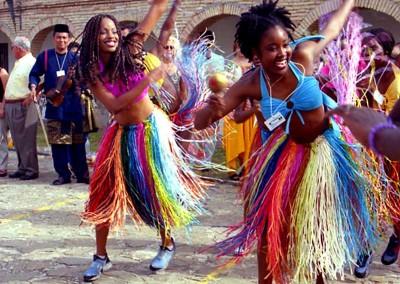 Año 2001 Jamaica. Festival Folklórico de los Pirineos de Jaca. Gabinete de Prensa