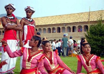 Año 2001 Festival oriental. Festival Folklórico de los Pirineos de Jaca. Gabinete de Prensa