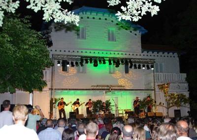 Año 2011 Jardines Universidad. Festival Folklórico de los Pirineos de Jaca