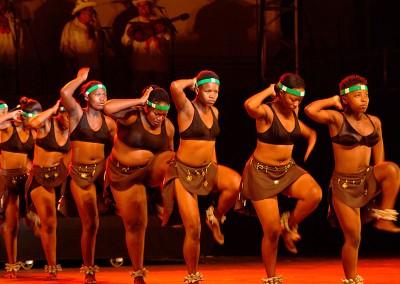 Grupo Folklórico Alto Aragón de Jaca folclórico « Soweto Thabisong Dance Company » Sudáfrica