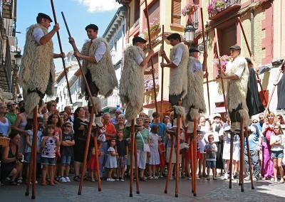 Año 2013 Pasacalles Festival Folklórico de los Pirineos de Jaca. © Gabinete del Festival