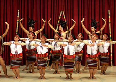"Conjunto folklórico ""Tarlac State University"" Filipinas"