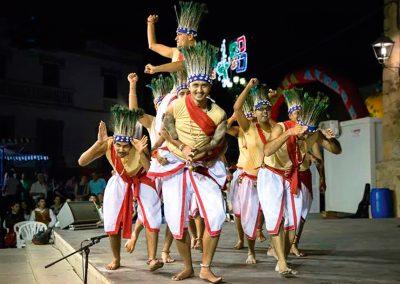"India: Conjunto folklórico ""RAAGA"""