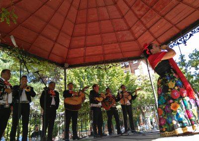 """Música en el Kiosco Grupo Folklórico """"MAGISTERIAL DE CHIAPAS"""" de México"""
