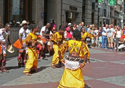 Pasacalles en el Festival Folklórico de los Pirineos