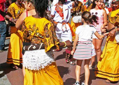 Uganda Pasacalles en el Festival Folklórico de los Pirineos
