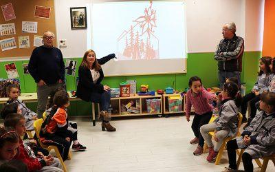 El Festival Folklórico de los Pirineos visita las aulas de Escuelas Pías