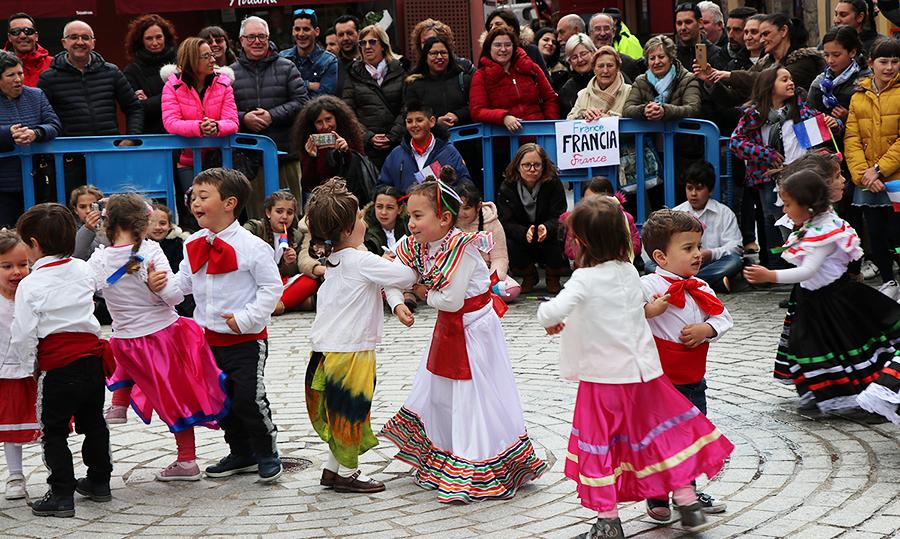 Los escolares del Monte Oroel sacan el Festival a la calle