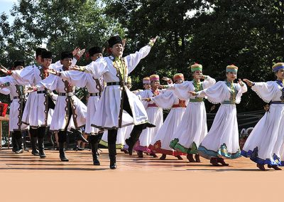 "Kalmukia: Grupo Folklórico ""BUMBIN ORN"""