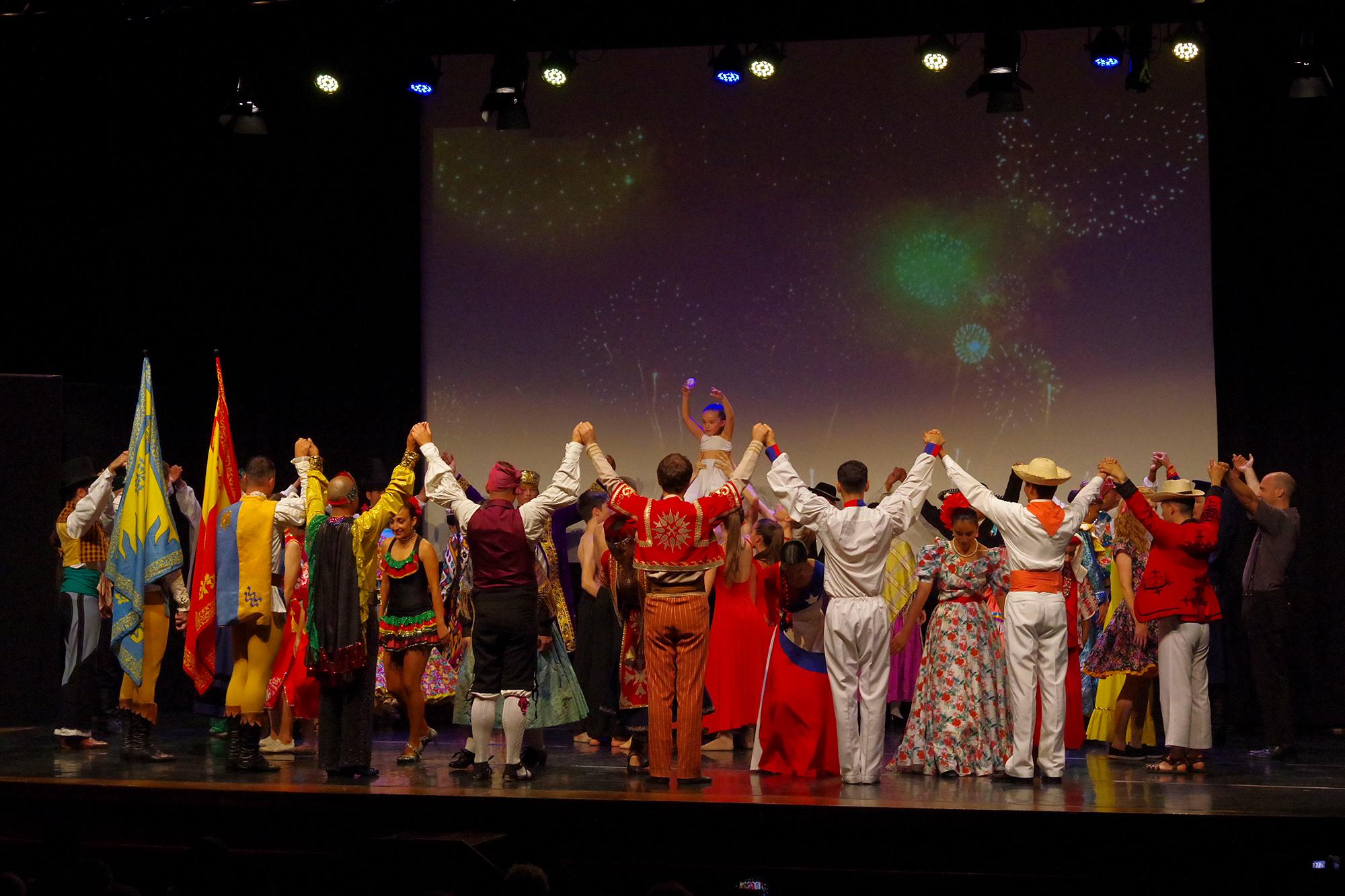 Reconocimientos e intercambio de regalos en la última jornada del Festival